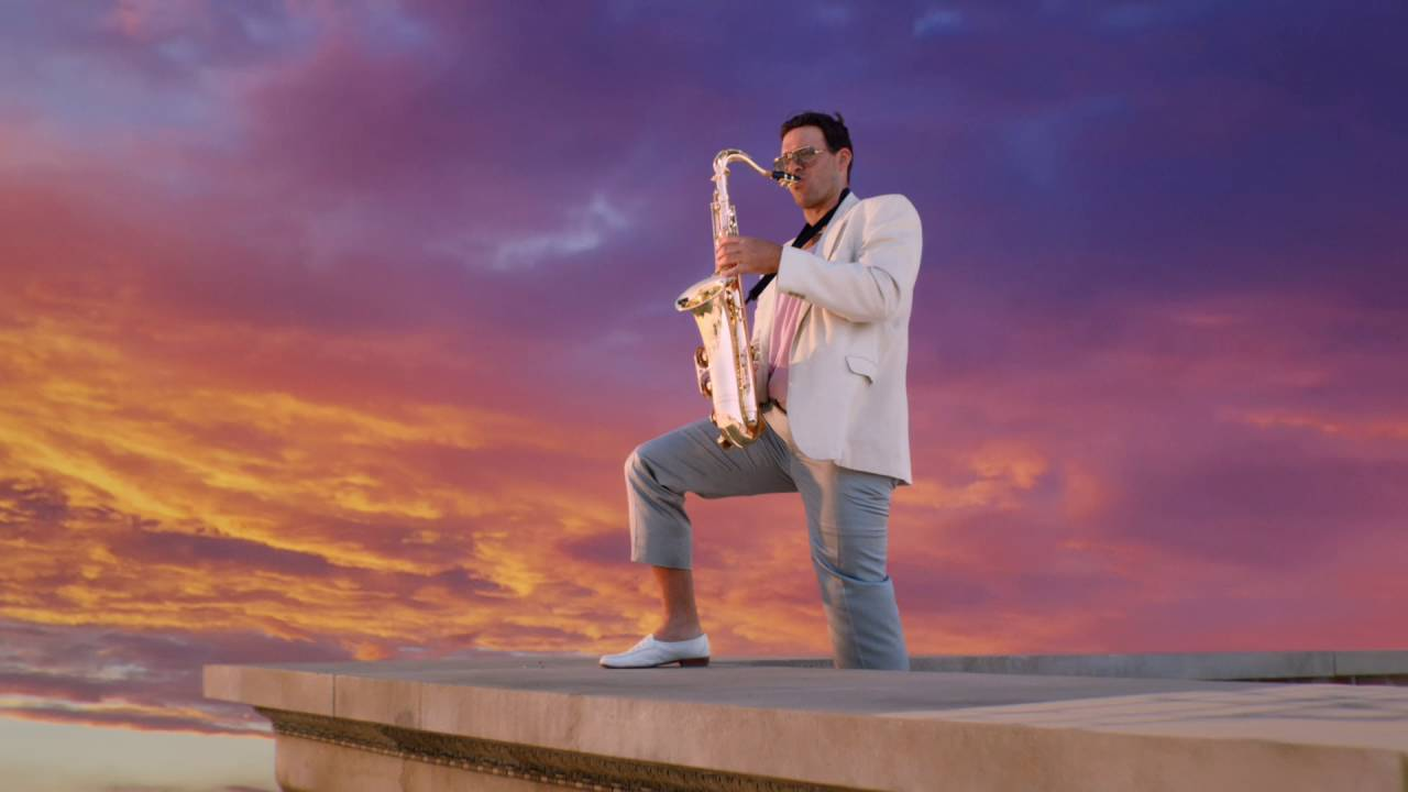 The Star News - [VIDEO] Tony Romo Plays the Saxophone in new Sunday Ticket Commercial