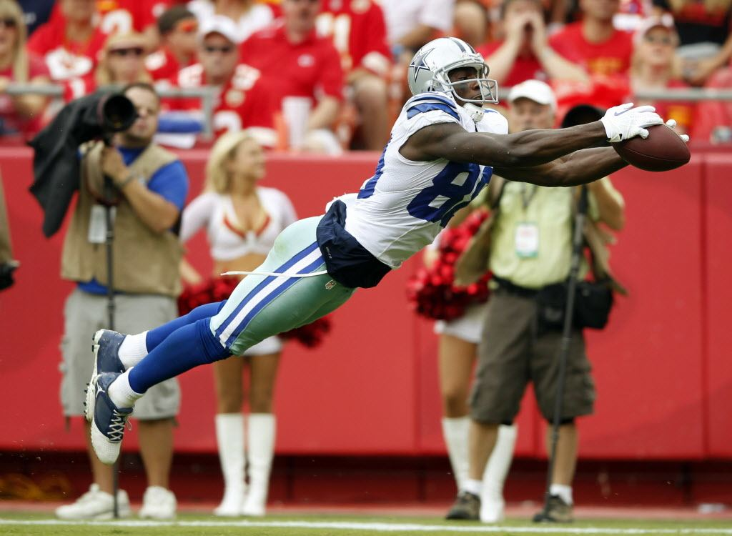 Watch Dez Bryant Comes Down With Impressive One Handed Catch