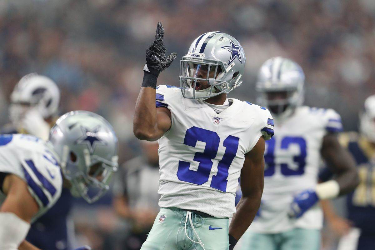 Cowboys not planning to babysit Ezekiel Elliott during offseason