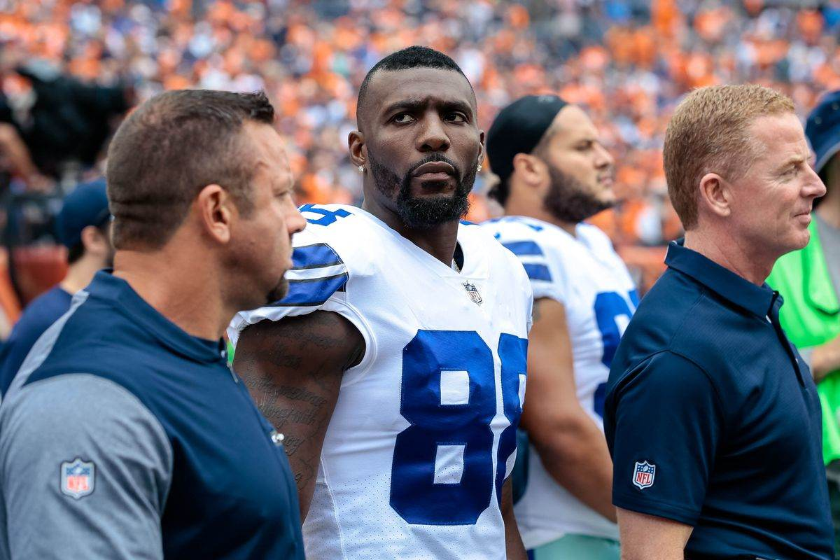 Dez Bryant getting recruited by Ravens safety Eric Weddle