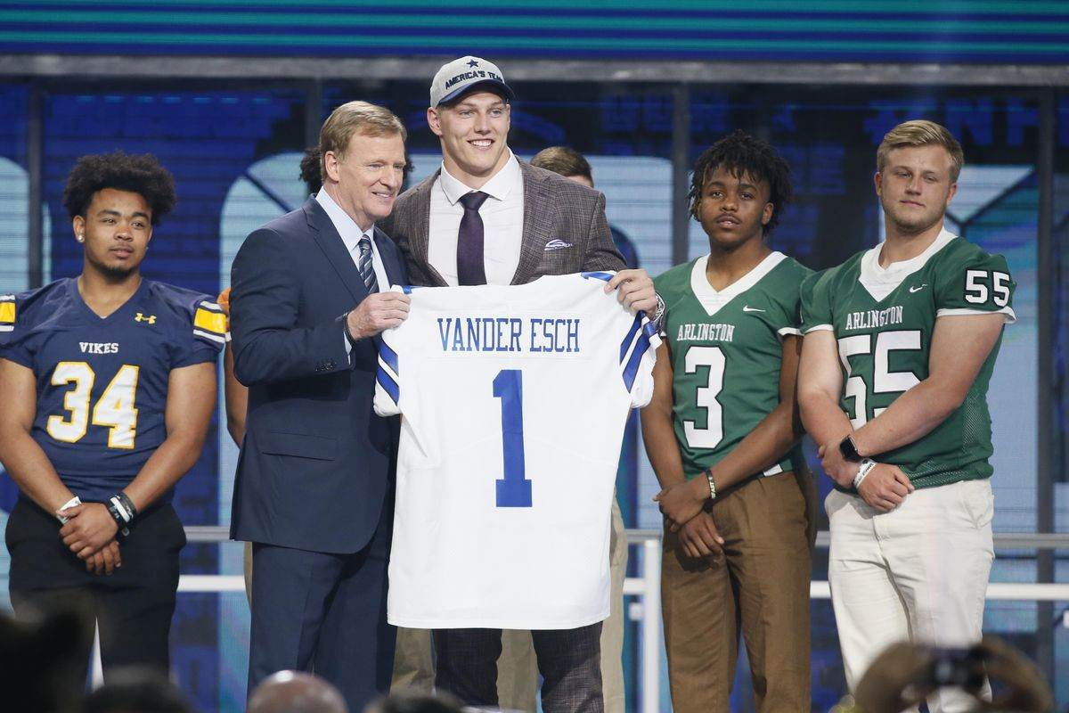Dallas Cowboys use fifth-round pick on QB Mike White