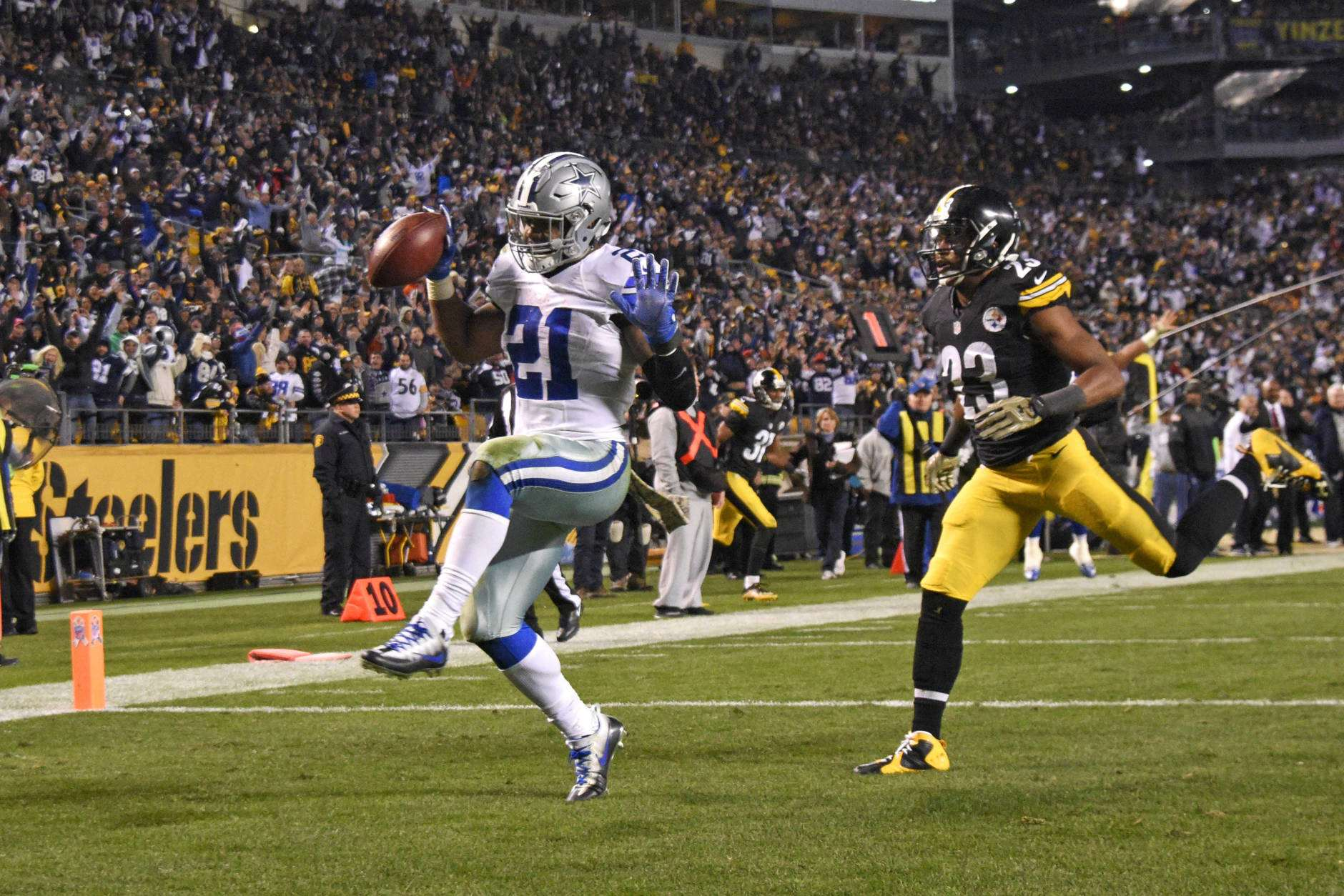 Cowboys, Elliott Should Be Keeping Close Tabs on Le'Veon's Situation