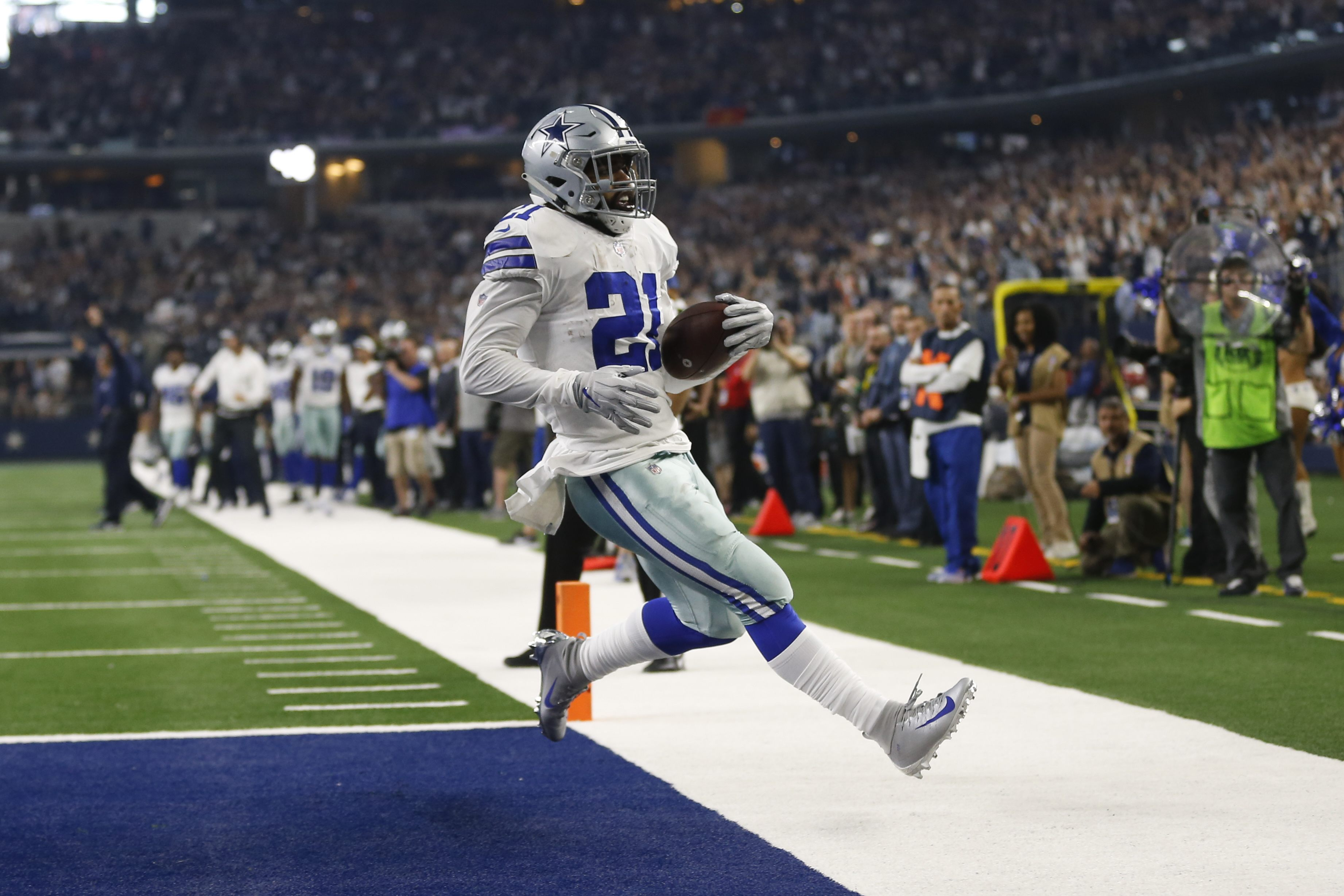 9dce3916523 Safe to Say, Ezekiel Elliott Not an Offensive Line Product. Share; Tweet.  ADVERTISEMENT. Over the last six weeks, the Dallas Cowboys ...